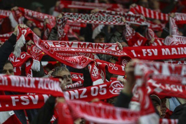 Mainz Fans Gives Bundesliga Side Team-Talk On The Pitch
